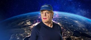 News: Eddie Izzard Changes Pronouns To She/Her On TV And Fans Are Delighted